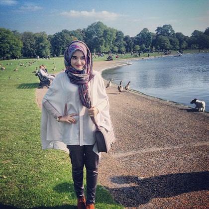 Cara Memakai Hijab Zaskia Sungkar Simple dan Praktis