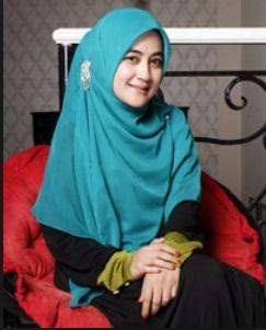 Model Jilbab Ala Umi Pipik Dian Irawati