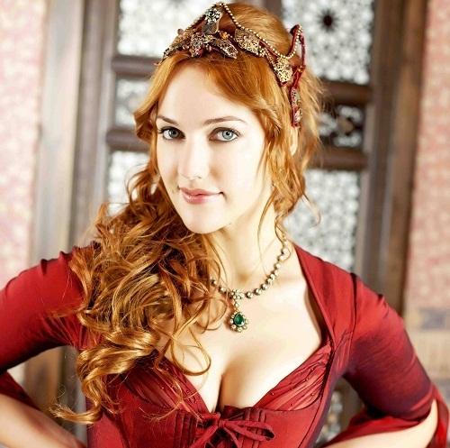 Biodata Meryem uzerli sebagai Alexandra Hurem Sultan King Suleiman