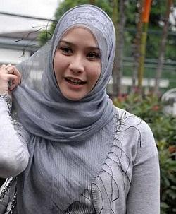 Foto Tutorial Hijab Zaskia Adya Mecca di Berita Islami Masa Kini